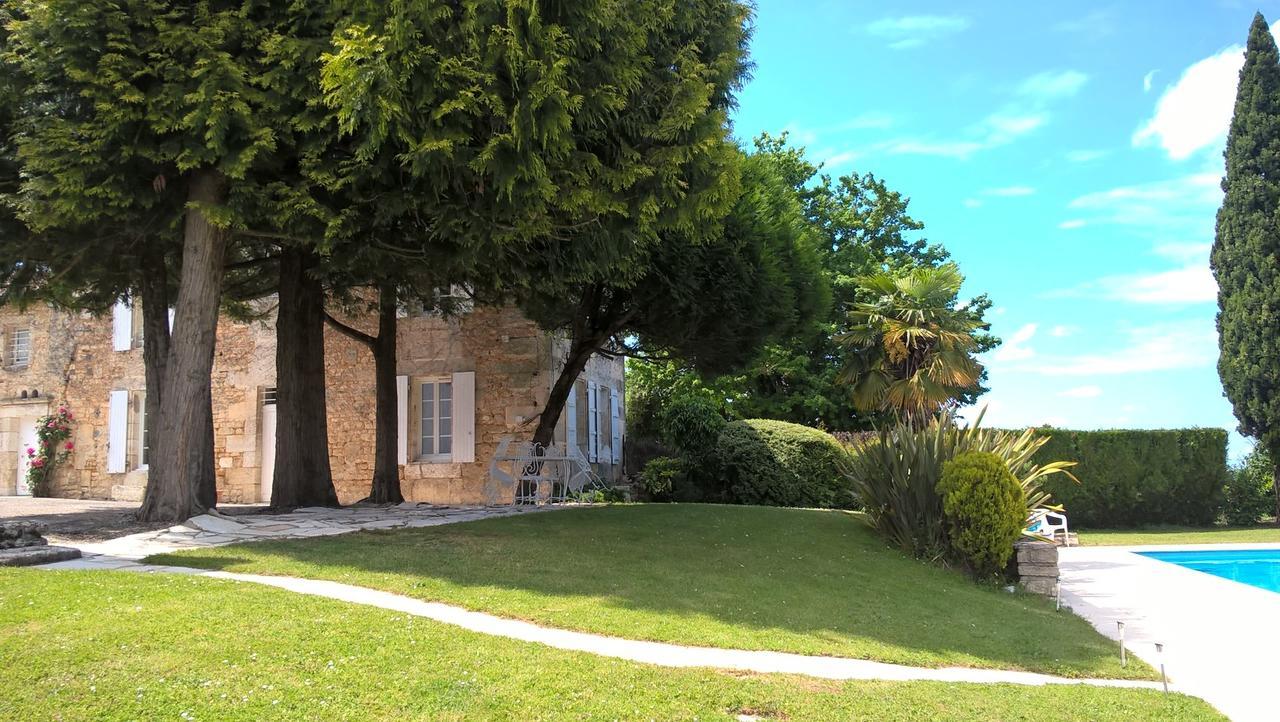 Chambres d'hôtes Champ Fleuri - Angouleme Charente - Pisicne et vue Angouleme